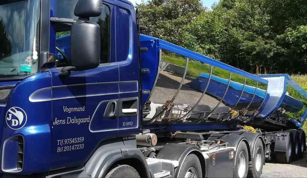 ny-lastbil-med-skilte